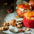 Сколько запекать яблоки в духовке кусочками или целиком