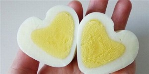 вареное куриное яйцо
