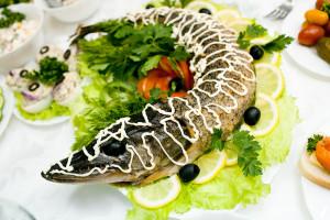 Блюдо с запеченной рыбы