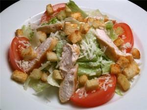 Салат с грибами, фасолью и курицей