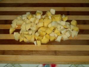 порезанная кубиками картошка