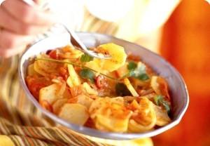 Угощенье в соусе с картошкой