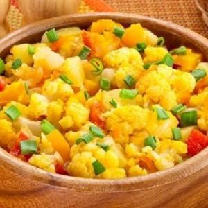 Овощное рагу с картофелем и цветной капустой