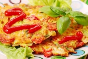 Омлет из цветной капусты, запеченный с болгарским перцем и сыром
