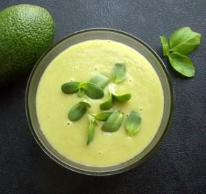 Суп-пюре из брокколи с плодом авокадо и имбирём