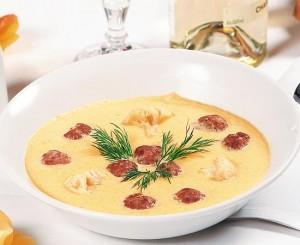 Суп-пюре с фрикадельками из цветной капусты