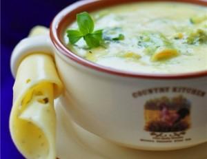 Сырный суп-пюре из брокколи с резаными шампиньонами