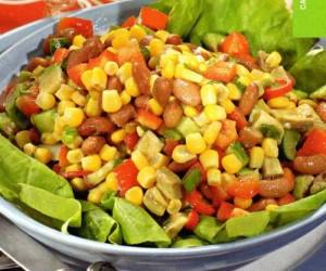 Используем консервированную кукурузу в салатах