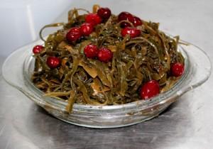 Сибирский салат с клюквой