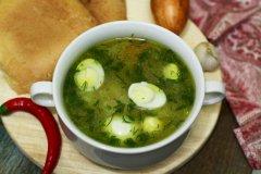 Суп с горошком и перепелиными яйцами