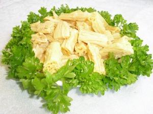 Маринованная фучжу под сметанным соусом