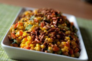 Горячий салат из кукурузы с кедровыми орешками