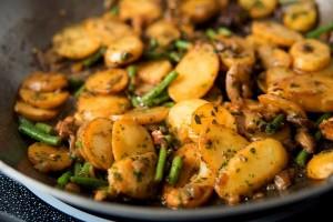 Картофель по-деревенски с грибами