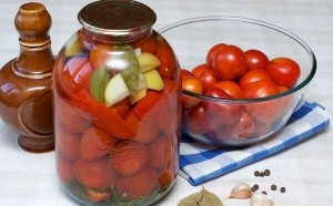 Маринованные томаты с яблоками