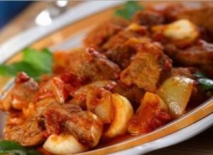 Тушеный картофель с грибами и говядиной