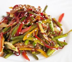 Горячий салат из свинины и овощей
