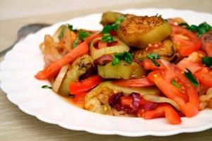 Салат с луком и помидорами